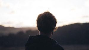 Amikor az emberi lélek sebzett, a boldogságot is sebzetten keresi