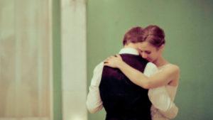 A szeretet megtapasztalásának feltétele, hogy átadom magam annak, akinek a szeretetére vágyom.