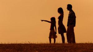 Ameddig a szüleimre kizárólag úgy tudok nézni, hogy anya és apa, addig fogalmam sincs, hogy kik ők